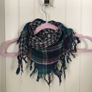 Accessories - Reversible triangle scarf